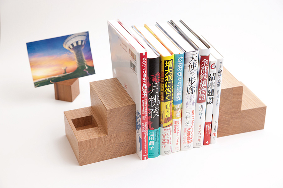 Bookends and cube-shaped photo holder