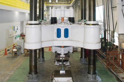6 MN structural testing machine