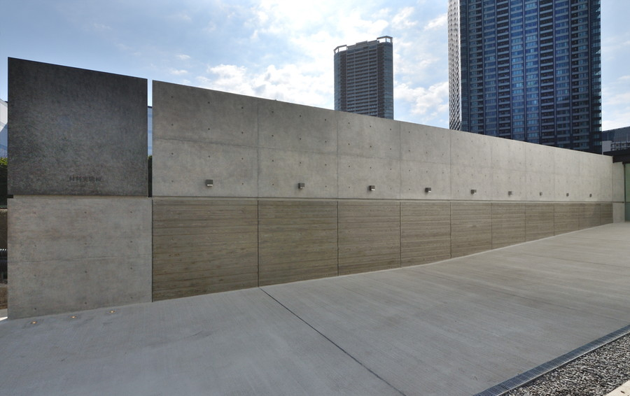 Monument wall consisting of various kinds of concrete