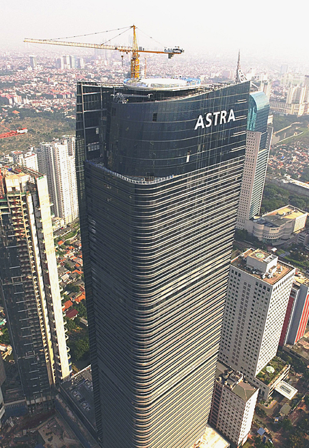 Astra Tower construction site, where work is proceeding on shortening the construction period