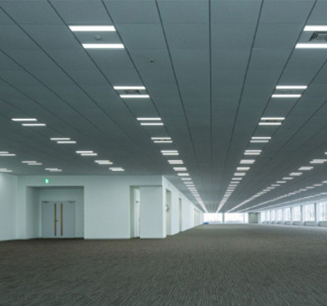 an expansive office floor with space of around 5,600m2