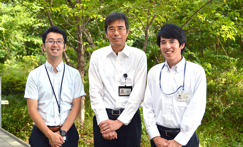 (From left) Yosuke Watanabe, Researcher (Planning Division), and Yutaka Hayashi, Chief Researcher, and Takamasa Hirano, Researcher (both from the Center for Environmental Engineering)
