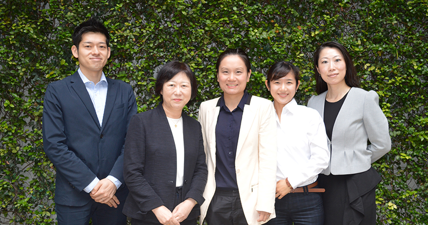 The team members in charge of WELL certification. (From left) Jun Taniguchi, Investment and Development Division; Yumiko Takesako, head of the sales department in the International Division; Yanbei Chen, from Shimizu China, and Yu Tsubouchi and Hiromi Kido from LCV Headquarters