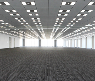 Spacious office floors of approximately 1,700 m2 per floor